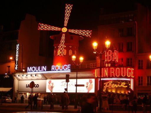 Площадь Пигаль и знаменитая Красная мельница...