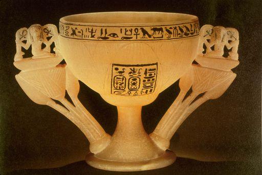 Алебастровый кубок из гробницы Тутанхамона
