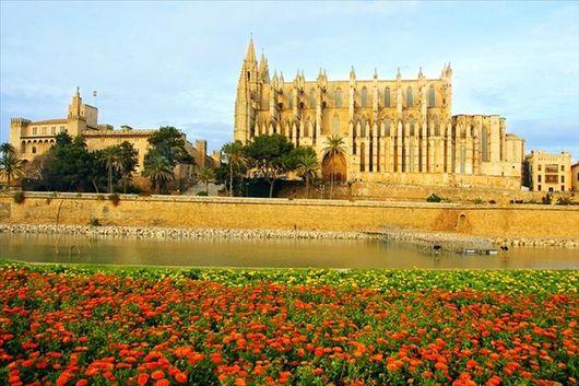 Испания: отдых на островах, Дворец Альмудайна