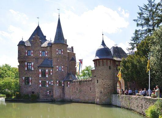 Крепость Зацвей (Burg Satzvey), Германия