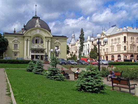 Черновцы, Театральная площадь