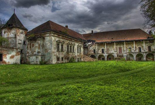 Поморянский-замок, Украина